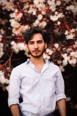 男性デート服白シャツ