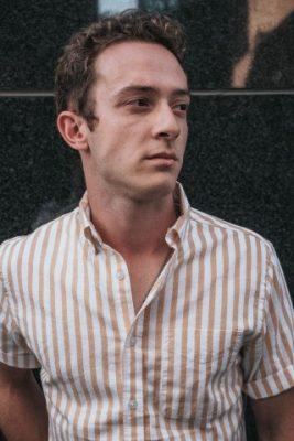 男性デート服チェックシャツ