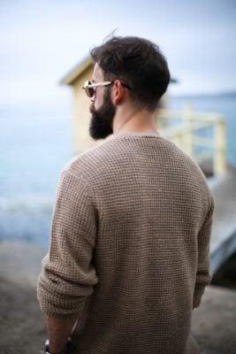 男性デート服ニットシャツ