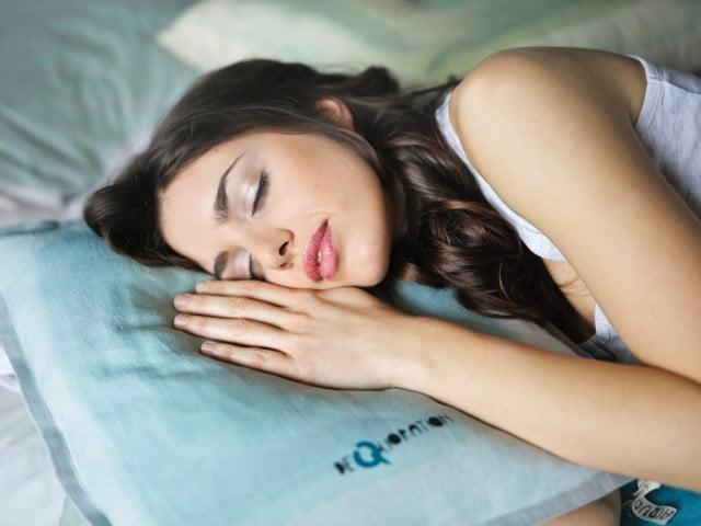 彼女のいびきで寝れない!寝れない夜を解決する方法
